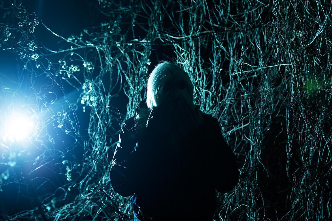 Unheimliche, experimentelle Fotografie der Fotografin Caroline Wimmer in Zusammenarbeit mit dem Lederdesigner Crazy Leather Berlin