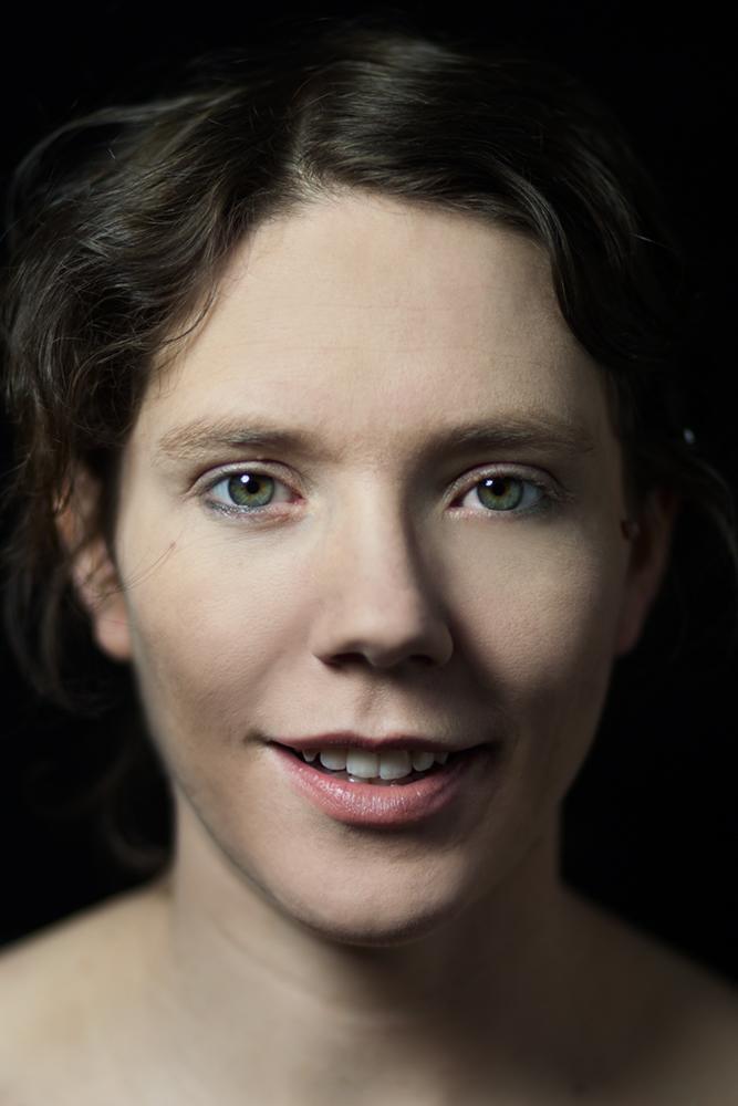 Portraitfotografie der Berliner Fotografin Caroline Wimmer. headshots im studio