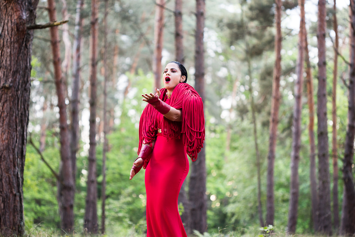 Stills photography at Music Video Shoot Rescuer for tunesian singer songwriter Emel Mathlouthi by Berlin based photographer Caroline Wimmer