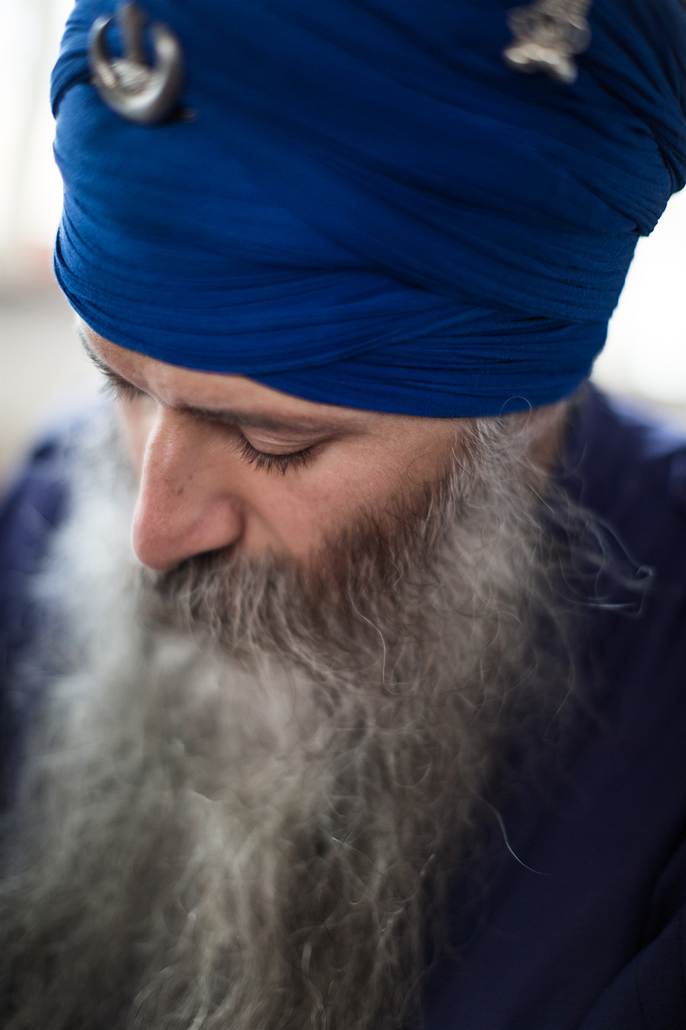 Event documentation of Sacred indian Degh Ceremony with Kamalroop Singh at UHU Berlin by Berlin based Portrait photographer Caroline Wimmer