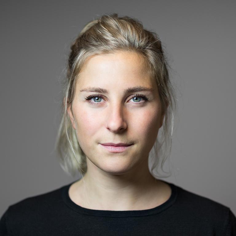 Portraitfotografie im Fotostudio in Berlin von Berliner Fotografin Caroline Wimmer für Busines, Privat, Profilbilder, Webseiten und Schauspieler