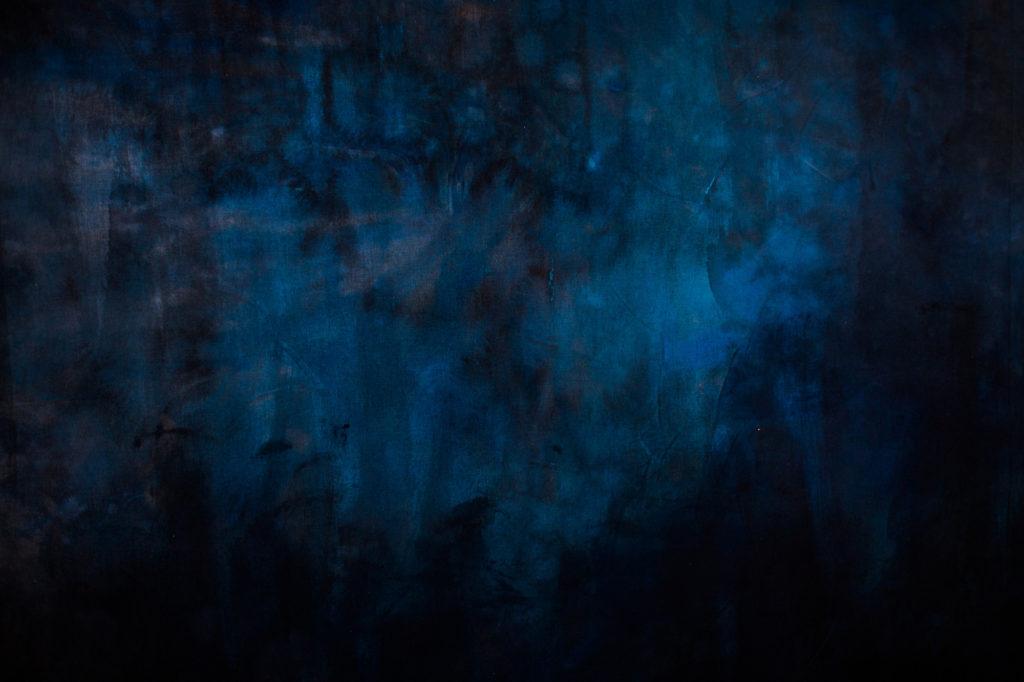 Titel - handgemalter Fotohintergrund aus dem Studio ATP24 am Treptower Park in Berlin von Portraitfotografin Caroline Wimmer.