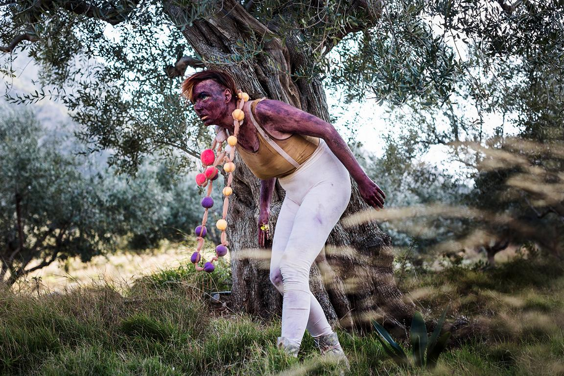 Photographs of performers and artsists in costumes and make-up during artist residency in Greece in february 2020 by berlin photographer Caroline Wimmer